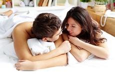 Các cặp đôi hạnh phúc thường làm gì trước khi ngủ?