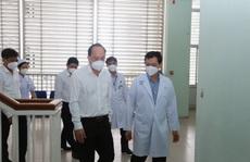 Nhân viên y tế tại Bệnh viện Hồi sức Covid-19 phải làm 3 ca 4 kíp