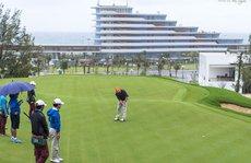 """""""Hợp thức hóa"""" cho giám đốc sở và cục phó chơi golf giữa lệnh cấm, nữ cán bộ bị đình chỉ"""
