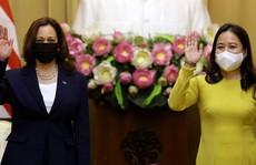 Phó Chủ tịch nước Võ Thị Ánh Xuân đón Phó Tổng thống Mỹ Kamala Harris