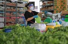 Bên trong siêu thị 'dã chiến' cung ứng thực phẩm cho người 'đi chợ hộ'