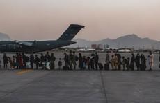 Afghanistan: Máy bay Ý sơ tán 'bị tấn công', nổ liên tiếp ngoài sân bay Kabul