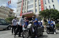 TP HCM ra mắt đội hình Shipper tình nguyện mang gói an sinh đến người dân