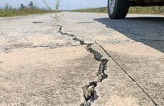 Đê tả sông Mã hơn 100 tỉ đồng nứt nẻ trước mùa mưa bão ở Thanh Hóa