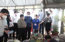 Thủ tướng Phạm Minh Chính thăm hỏi, động viên người dân tại 'điểm nóng' Vĩnh Cửu