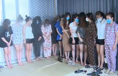 13 cô gái trẻ cùng 9 người đàn ông 'bay lắc' ma túy trong quán karaoke lúc dịch Covid-19