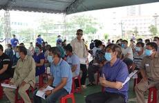 Chủ tịch Bình Định yêu cầu làm rõ vụ người thân của cán bộ được ưu ái tiêm vắc-xin