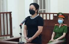 Nữ chủ quán karaoke dẫn khách cố thủ 3 tiếng khi cảnh sát kiểm tra lĩnh án 12 tháng tù