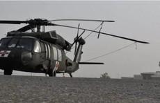 Taliban lái trực thăng Black Hawk của Mỹ lượn quanh sân bay