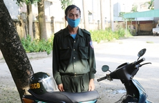 Bảo vệ trang trại lợn bỏ tiền triệu mua trang phục CSCĐ mặc ra đường cho oai