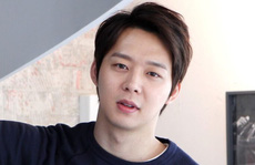 """""""Hoàng tử gác mái"""" Park Yoo Chun bị tố có đến 50 bạn gái"""