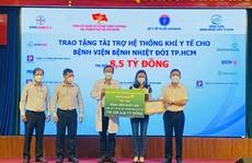 Vietcombank TP HCM hỗ trợ, chia sẻ cùng tuyến đầu Thành phố đẩy lùi đại dịch Covid-19