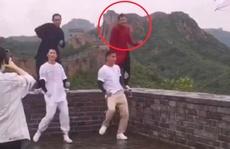 Bị chỉ trích vì nhảy trên bờ tường Vạn Lý Trường Thành, diễn viên xin lỗi