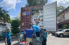 Hỗ trợ gạo cho công nhân TP HCM chống dịch