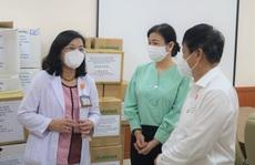 Hội Nhà báo TP HCM thăm, động viên đội ngũ y tế tham gia chống dịch