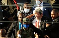 Thủ tướng St. Vincent và the Grenadines bị ném đá chảy máu đầu, phải nhập viện