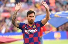 Messi khóc trong buổi họp báo chia tay Barcelona