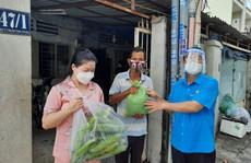 Hỗ trợ thực phẩm, rau củ quả cho công nhân