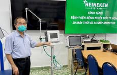 Heineken Việt Nam ủng hộ 10 máy thở và 24 máy theo dõi bệnh nhân cho bệnh viện Bệnh Nhiệt đới TP HCM