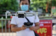 Cận cảnh giám sát hàng ngàn dân khu vực phong toả bằng flycam, ai vi phạm bị phạt nguội