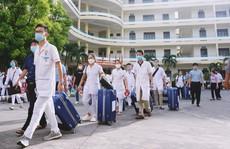 500 cán bộ, nhân viên y tế Quảng Ninh chi viện Hà Nội chống dịch Covid-19