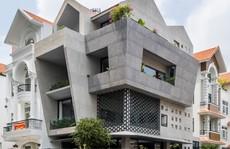 Nhà nổi bật trong khu dân cư với thiết kế bằng đá
