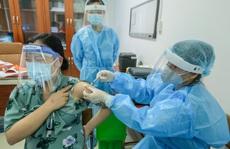 CLIP: Hơn 1.000 thai phụ ở Hà Nội được tiêm vắc-xin Covid-19