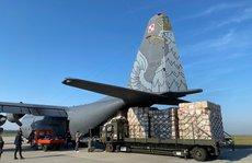 Lô thiết bị y tế do Ba Lan tài trợ về đến sân bay Tân Sơn Nhất