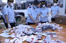 CLIP: Hơn 60.000 viên thuốc điều trị Covid-19 'nguỵ trang' là quà biếu về Việt Nam