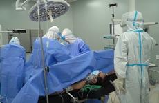 Lần đầu tiên Bệnh viện Hồi sức Covid-19 phẫu thuật u đại tràng cho bệnh nhân mắc Covid-19 nặng