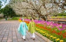 Tuyệt đẹp áo dài trong triển lãm online 'Huế - Kinh đô Áo dài Việt Nam'