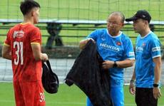 Đội tuyển Việt Nam 'đội mưa' rèn luyện trước trận 'đại chiến' với tuyển Trung Quốc