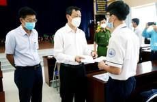 Bệnh viện Chợ Rẫy trao học bổng đến hết đại học cho học sinh mồ côi vì Covid-19