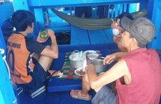 284 tàu cá lênh đênh chờ được tiếp tế lương thực