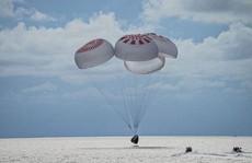 SpaceX đưa nhóm du khách không gian đầu tiên trở về an toàn
