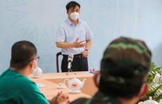 Phó Chủ tịch UBND TP HCM Lê Hòa Bình động viên lực lượng chống dịch huyện Bình Chánh