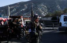 """IS 'đánh bom liên hoàn"""", hàng chục tay súng Taliban thương vong"""