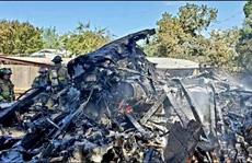 Mỹ: Nhảy khỏi máy bay, phi công nguy kịch vì vướng dây điện