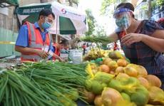 TP HCM: Người dân'vùng xanh' quận 5 được đi 'chợ dã chiến'