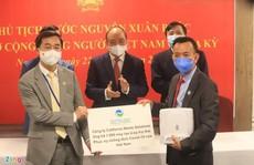 Ông David Dương tặng 1.000 máy trợ thở cho Việt Nam