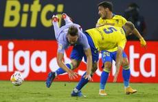 Hai thẻ đỏ bi kịch, Barcelona bên bờ vực thẳm La Liga