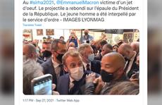 """Tổng thống Pháp Emmanuel Macron bị ném """"trứng"""" vào người"""