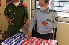 CLIP: Cận cảnh hàng trăm hộp thuốc điều trị Covid-19 'trôi nổi' ở Hà Nội