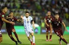 Messi bị triệt hạ, 'tân vương' Argentina thắng nhàn nhã Venezuela