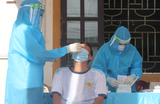 Con trai là lái xe Bắc-Nam nhiễm bệnh, mẹ đi xét nghiệm dương tính SARS-CoV-2