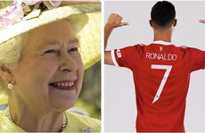 Nữ hoàng Elizabeth thành fan số 1 của siêu sao bóng đá Ronaldo?
