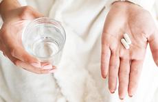 F0 ban đêm không sốt nhưng rất nhức đầu, uống paracetamol được không?