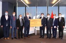 Doanh nghiệp, kiều bào và IAEA tặng thiết bị y tế chống dịch Covid-19