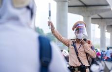Công an Hà Nội: Nhiều doanh nghiệp còn lúng túng xin cấp giấy đi đường