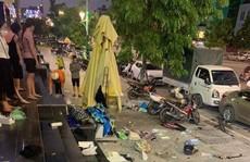 Giận vợ, người chồng ném nhiều đồ vật từ căn hộ tầng 25 chung cư xuống đường